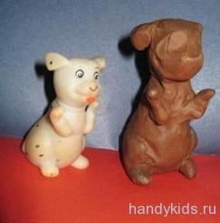 Слепим игрушечного щенка из пластилина.