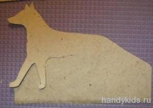 Вырезание силуэта животного из бумаги