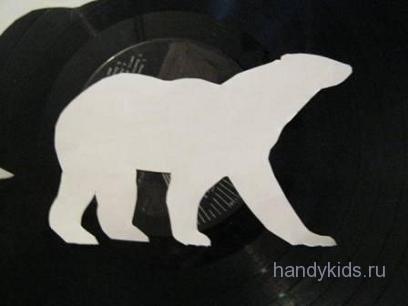 Силуэт белого медведя.