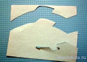 Вырезание рыки из бумаги