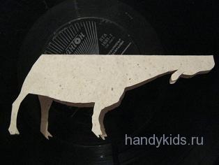 Вырежем выкройку коровы из бумаги