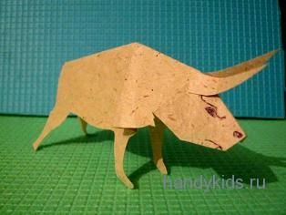 Модель быка из бумаги