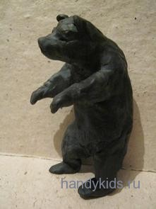 Медведь,стоящий на задних лапах