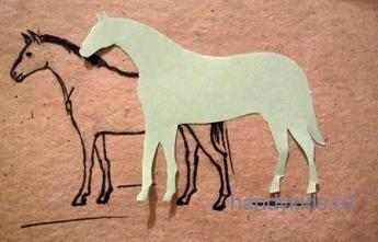 Нарисуем лошадь и вырежем силуэт