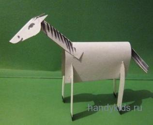 Лошадь из картона