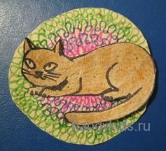 Котик на коврике