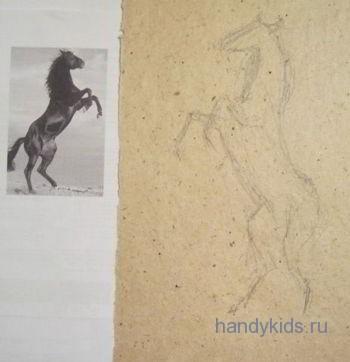 Лошадь,стоящая на двух ногах