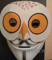 Человек в маске полярной совы