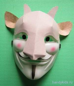 Объёмная маска козлёнка