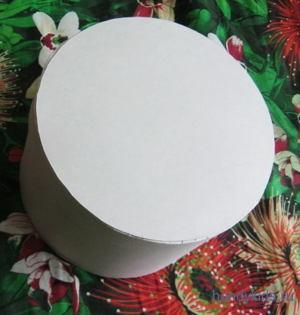 Круглая коробка из картона