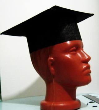 Квадратная шапочка выпускника своими руками.