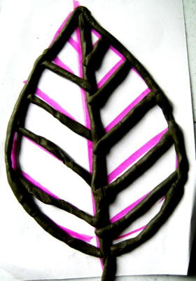 Лист из пластилиновых жгутиков