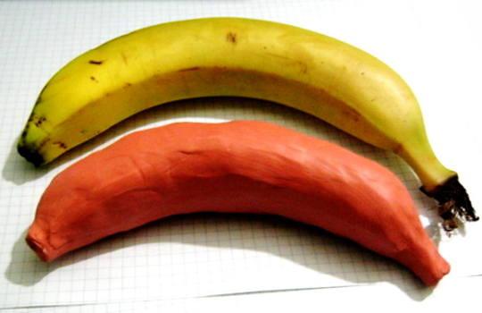 Банан из пластилина