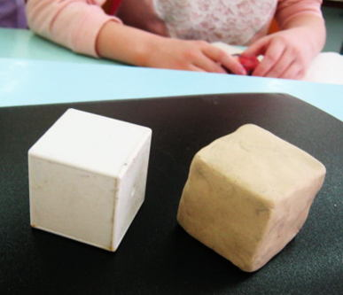 Кубик из пластилина.