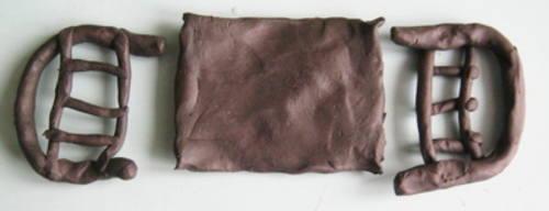Детали кровати из пластилина.