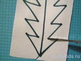 Разрезание бумаги по зигзагообразной линии