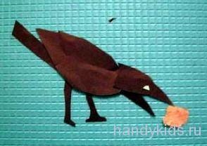 Птица   клюёт корм