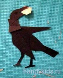 Вырезание птицы из бумаги