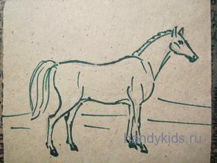 Лошадь стоит