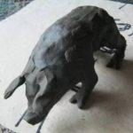 Свинья из пластилина. И пластилиновая свинья.Обе -две.