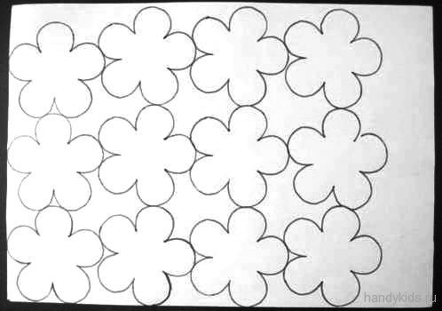 Обведём цветы по шаблону