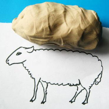 Лепим овцу из пластилина